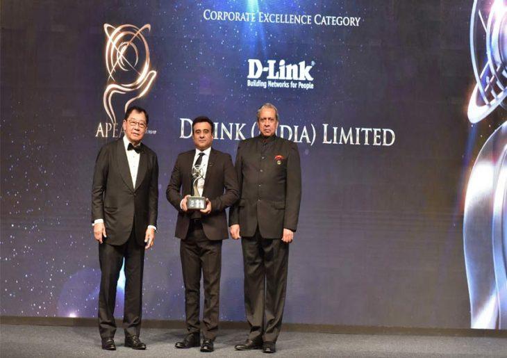 Tushar Sighat receiving the APEA award